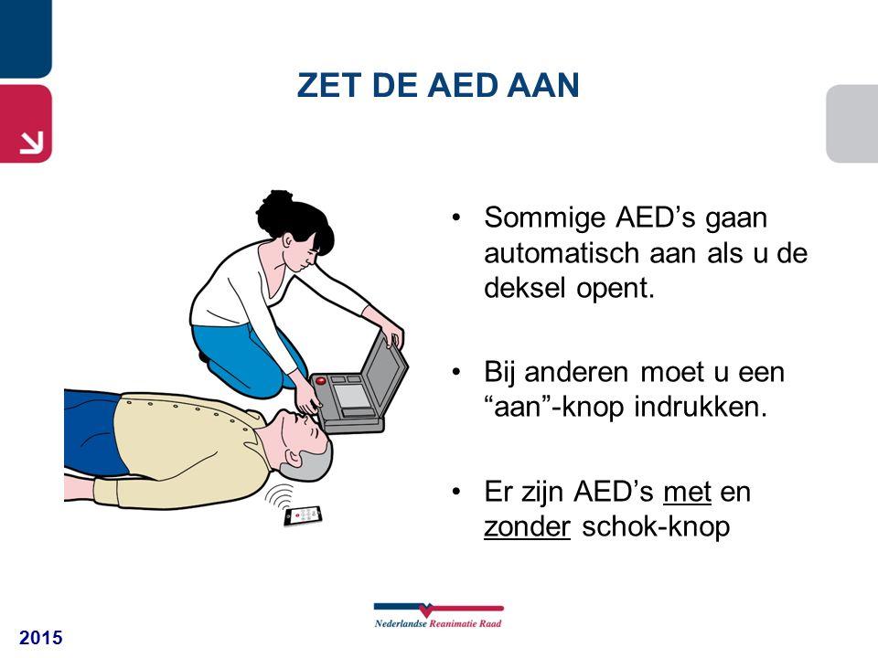 """2015 Sommige AED's gaan automatisch aan als u de deksel opent. Bij anderen moet u een """"aan""""-knop indrukken. Er zijn AED's met en zonder schok-knop ZET"""