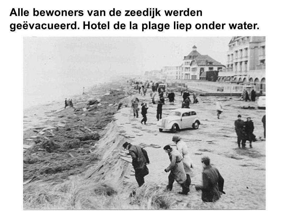 De riolering van hotel des bains kwam bloot te liggen en andere horecazaken kregen water binnen.