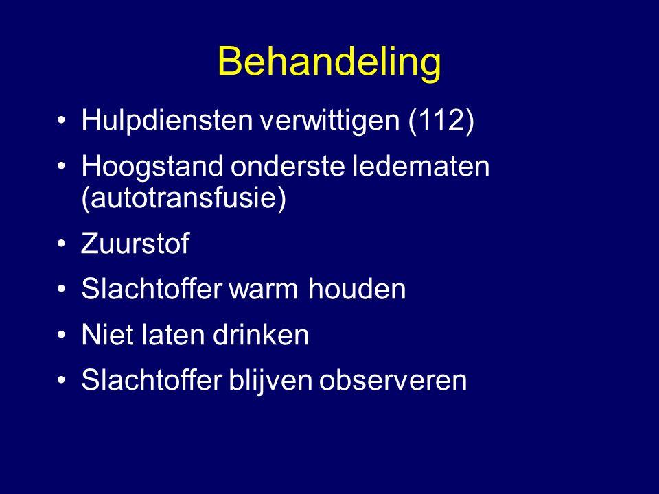 Behandeling Hulpdiensten verwittigen (112) Hoogstand onderste ledematen (autotransfusie) Zuurstof Slachtoffer warm houden Niet laten drinken Slachtoff