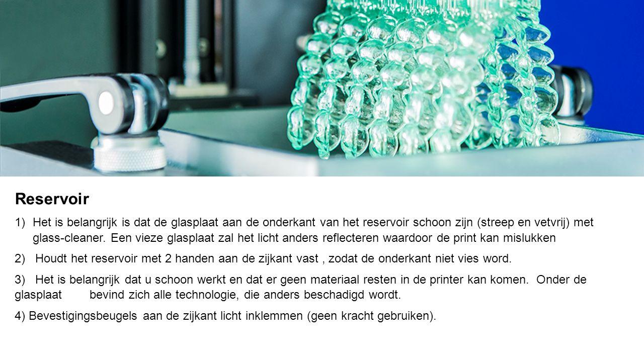 Reservoir 1) Het is belangrijk is dat de glasplaat aan de onderkant van het reservoir schoon zijn (streep en vetvrij) met glass-cleaner.