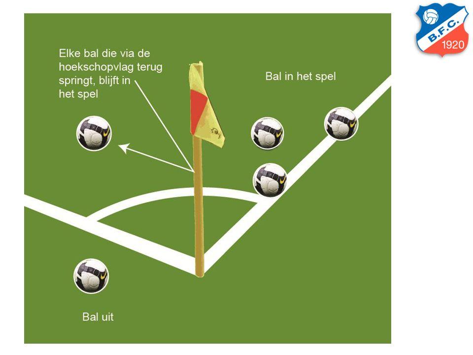 Tijdstrafregeling –Indien een wisselspeler of trainer/coach een waarschuwing krijgt, toont de scheidsrechter direct de rode kaart.