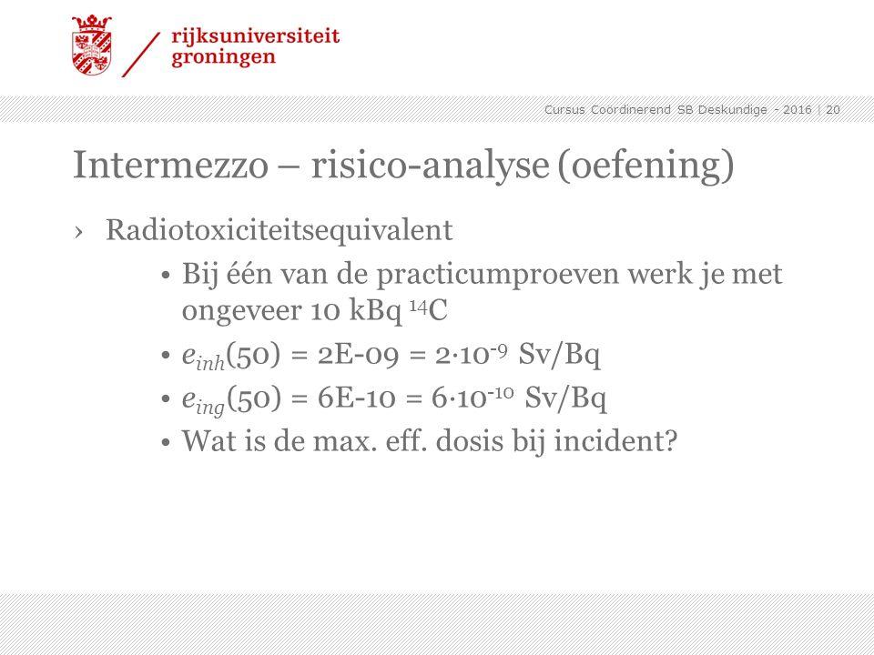 ›Radiotoxiciteitsequivalent Bij één van de practicumproeven werk je met ongeveer 10 kBq 14 C e inh (50) = 2E-09 = 2·10 -9 Sv/Bq e ing (50) = 6E-10 = 6