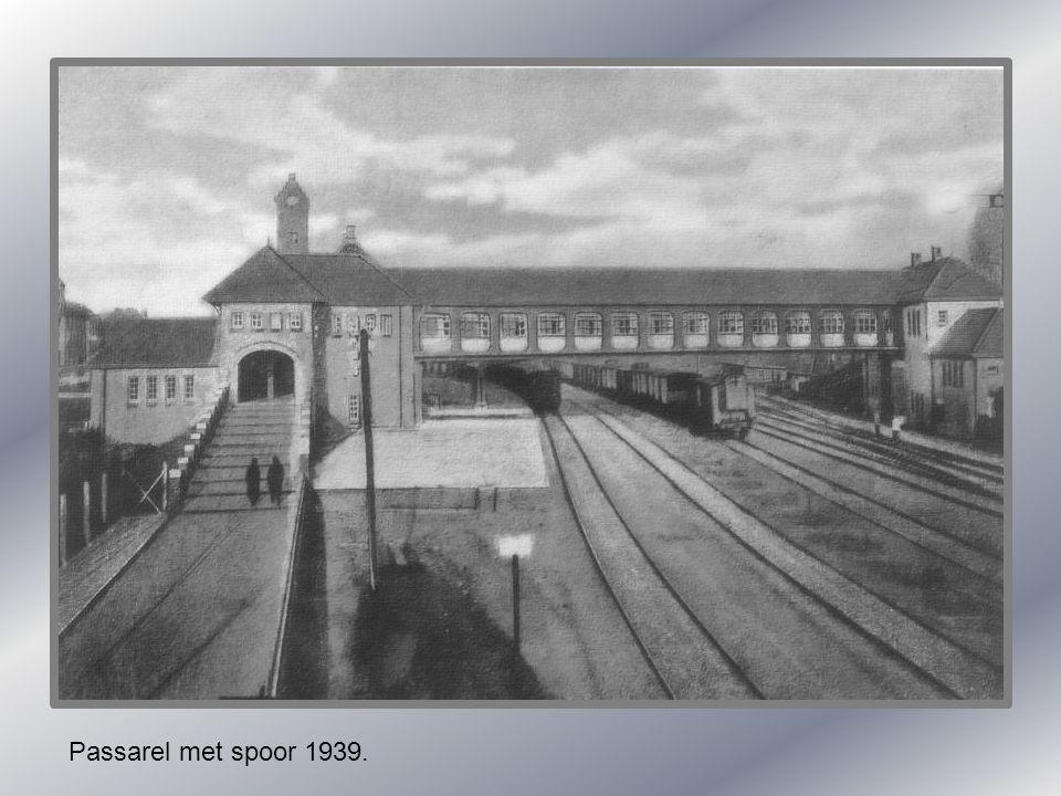 Parallelweg met oud station. Hollandse statie 1905.