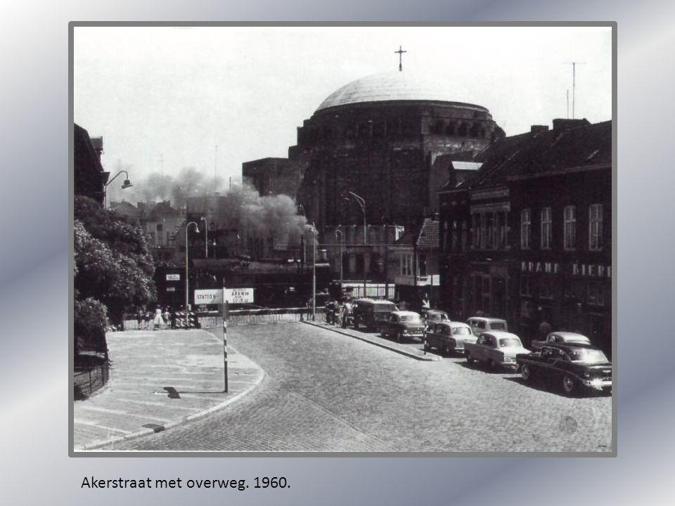 Hoogbrugstraat. 1930.Hoogbrugstraat. Hoek ruiterij 1920.