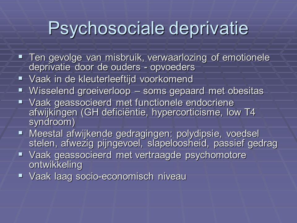 Psychosociale deprivatie  Ten gevolge van misbruik, verwaarlozing of emotionele deprivatie door de ouders - opvoeders  Vaak in de kleuterleeftijd voorkomend  Wisselend groeiverloop – soms gepaard met obesitas  Vaak geassocieerd met functionele endocriene afwijkingen (GH deficiëntie, hypercorticisme, low T4 syndroom)  Meestal afwijkende gedragingen: polydipsie, voedsel stelen, afwezig pijngevoel, slapeloosheid, passief gedrag  Vaak geassocieerd met vertraagde psychomotore ontwikkeling  Vaak laag socio-economisch niveau