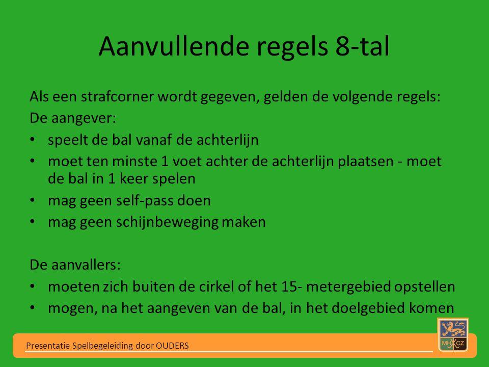 Aanvullende regels 8-tal Als een strafcorner wordt gegeven, gelden de volgende regels: De aangever: speelt de bal vanaf de achterlijn moet ten minste