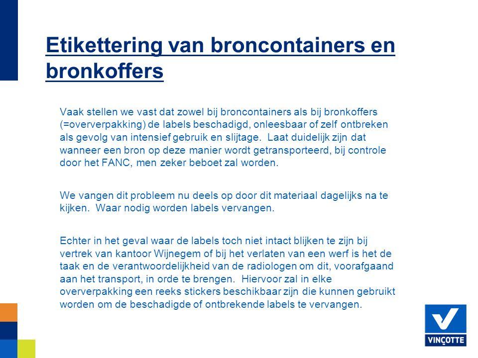 Vaak stellen we vast dat zowel bij broncontainers als bij bronkoffers (=oververpakking) de labels beschadigd, onleesbaar of zelf ontbreken als gevolg van intensief gebruik en slijtage.