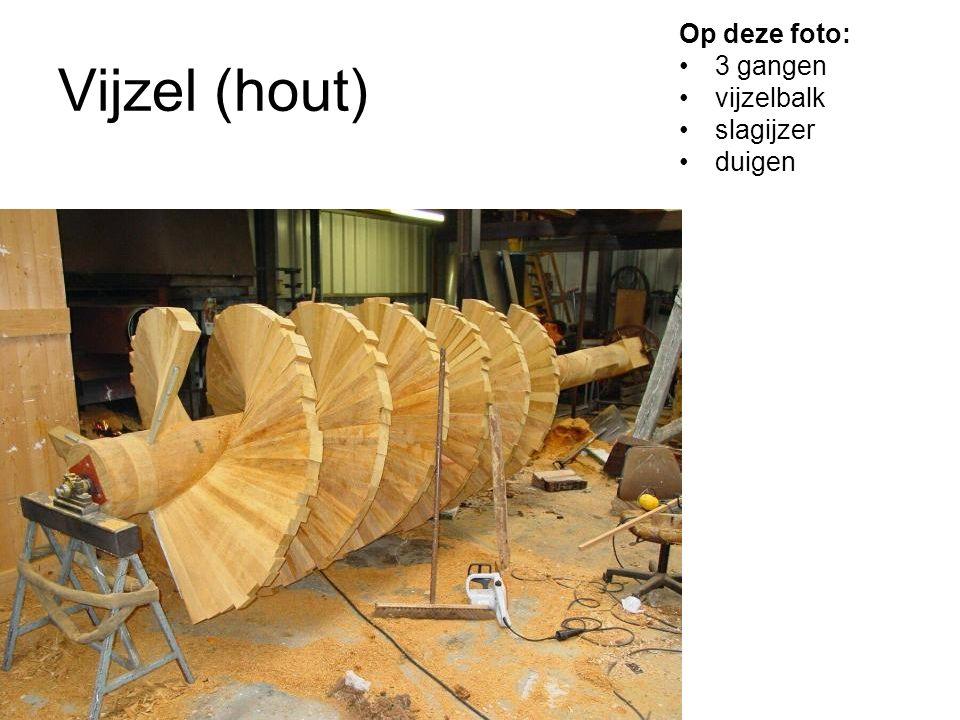 Vijzel (hout) Op deze foto: 3 gangen vijzelbalk slagijzer duigen