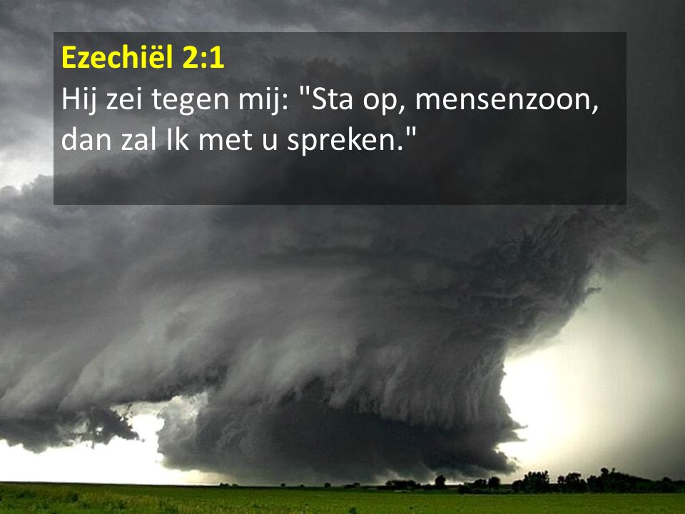 Ezechiël 2:1 Hij zei tegen mij: