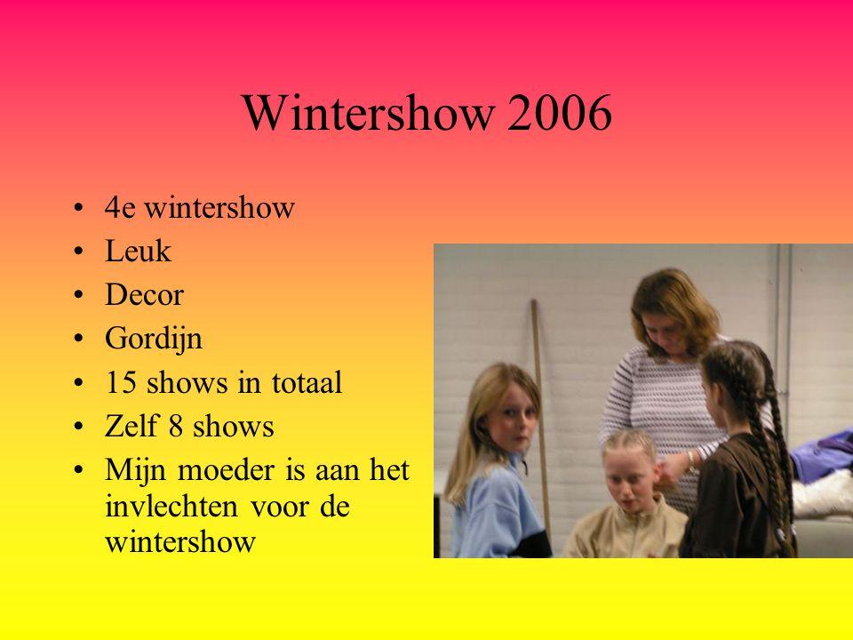 Wintershow 2006 4e wintershow Leuk Decor Gordijn 15 shows in totaal Zelf 8 shows Mijn moeder is aan het invlechten voor de wintershow