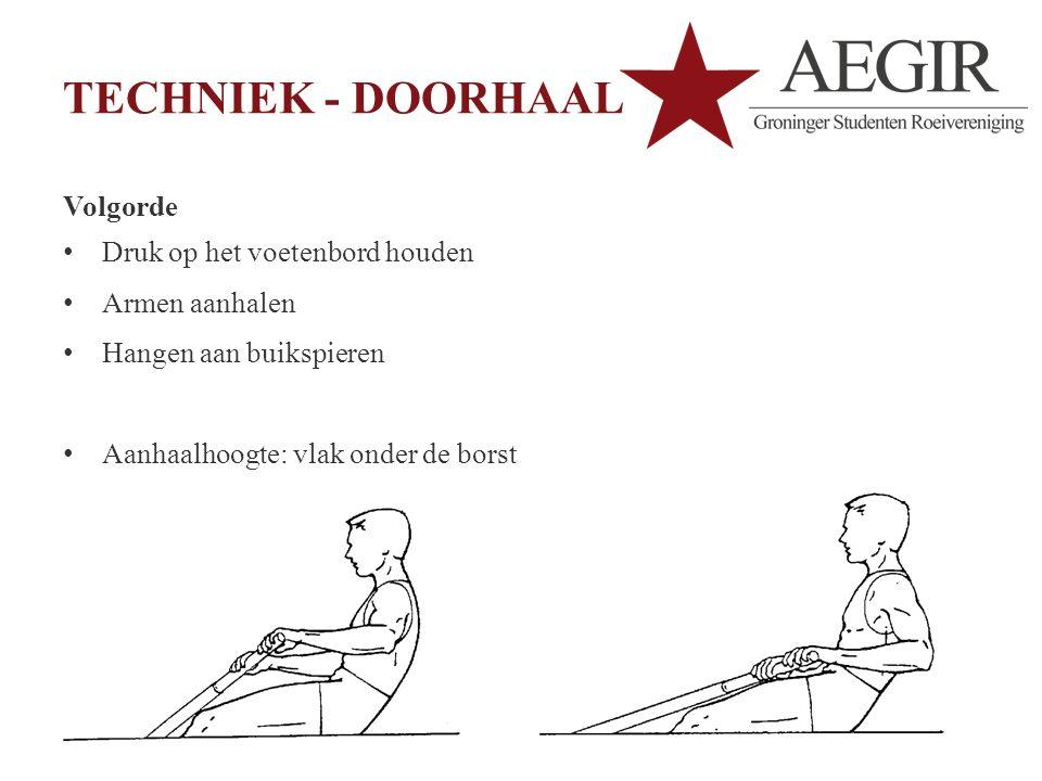 TECHNIEK - DOORHAAL Volgorde Druk op het voetenbord houden Armen aanhalen Hangen aan buikspieren Aanhaalhoogte: vlak onder de borst