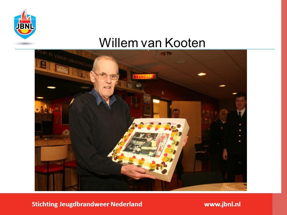Stichting Jeugdbrandweer Nederlandwww.jbnl.nl NIEUWS Bedankjes tijdens afscheid Wim van Kooten bij jeugdbrandweer Geplaatst op 25 januari 2016 Willem