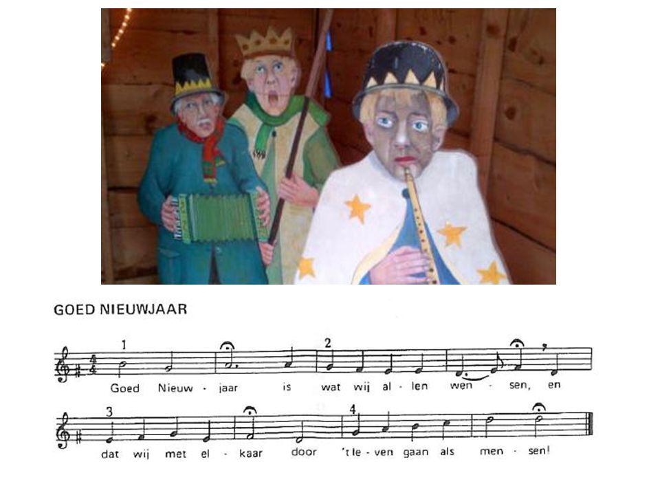 Uit Susa Nina … Drie koningen kwamen naar t Kindje van ver Zij volgden het licht van de stralende ster Zij hebben de Godmens, de Koning aanschouwd En offerden wierook en mirre en goud