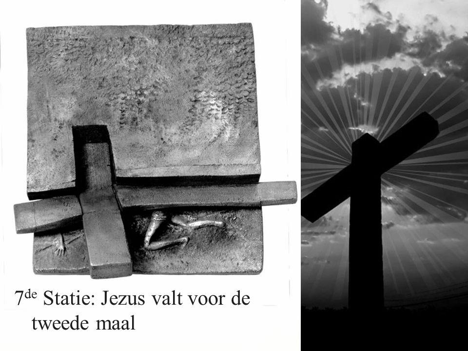 7 de Statie: Jezus valt voor de tweede maal