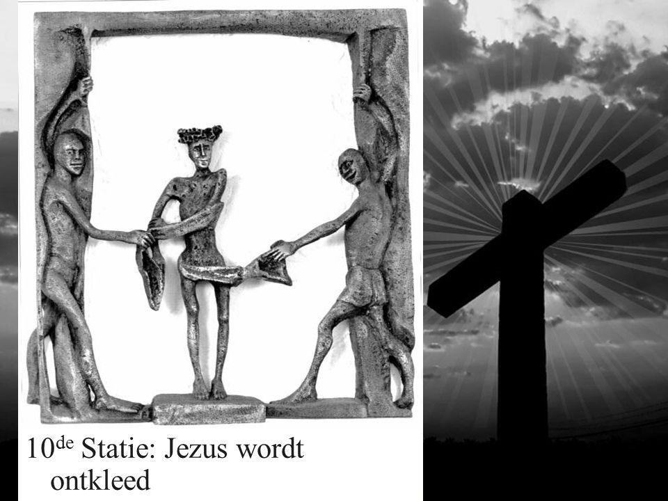 10 de Statie: Jezus wordt ontkleed