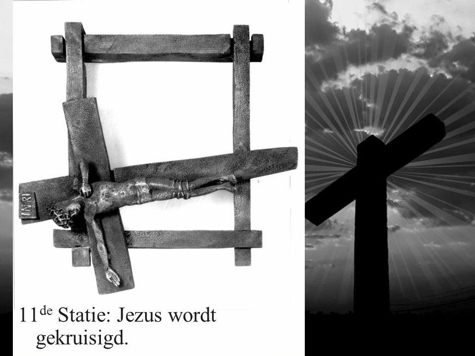 11 de Statie: Jezus wordt gekruisigd.