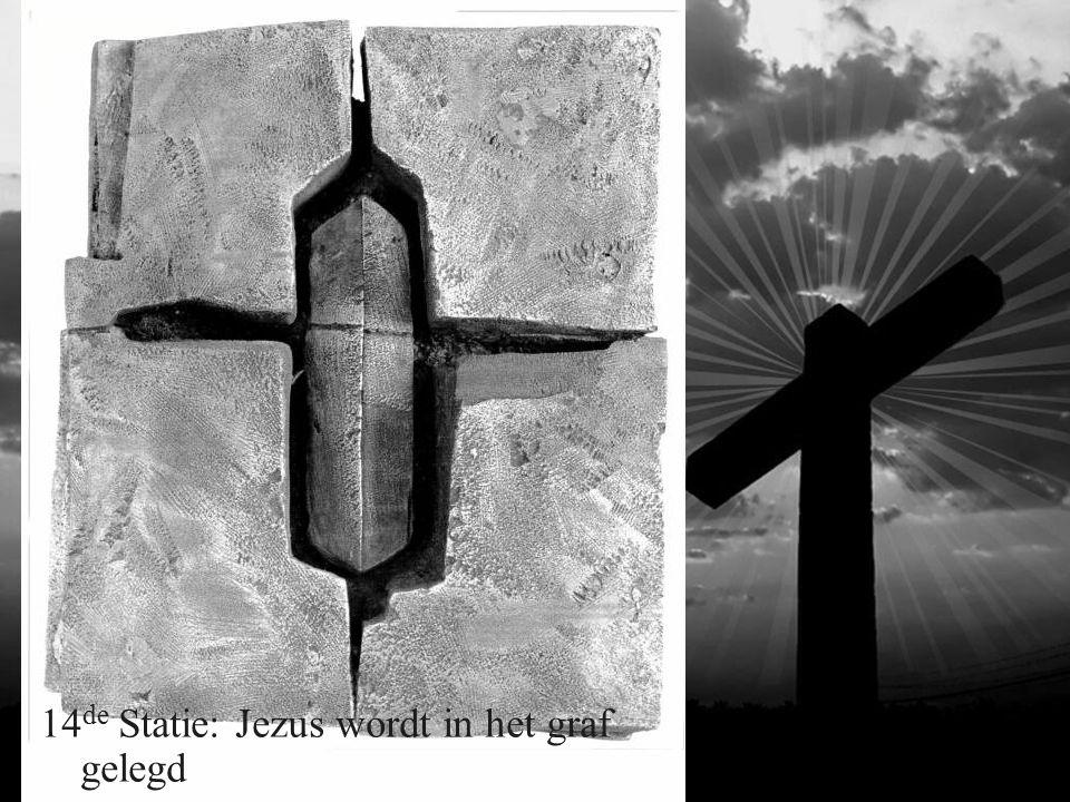 14 de Statie: Jezus wordt in het graf gelegd