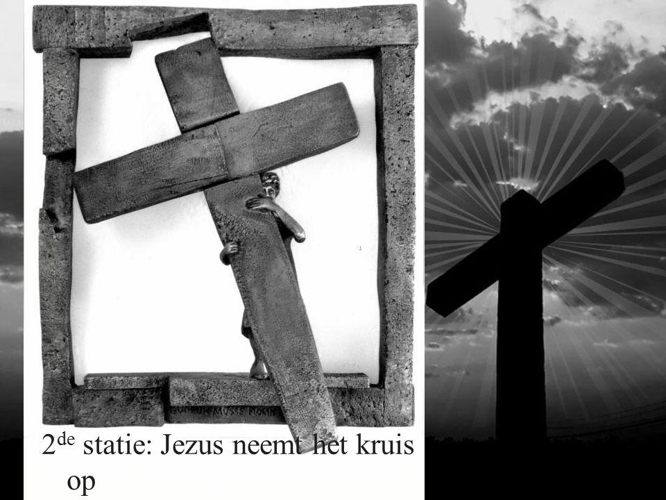2 de statie: Jezus neemt het kruis op