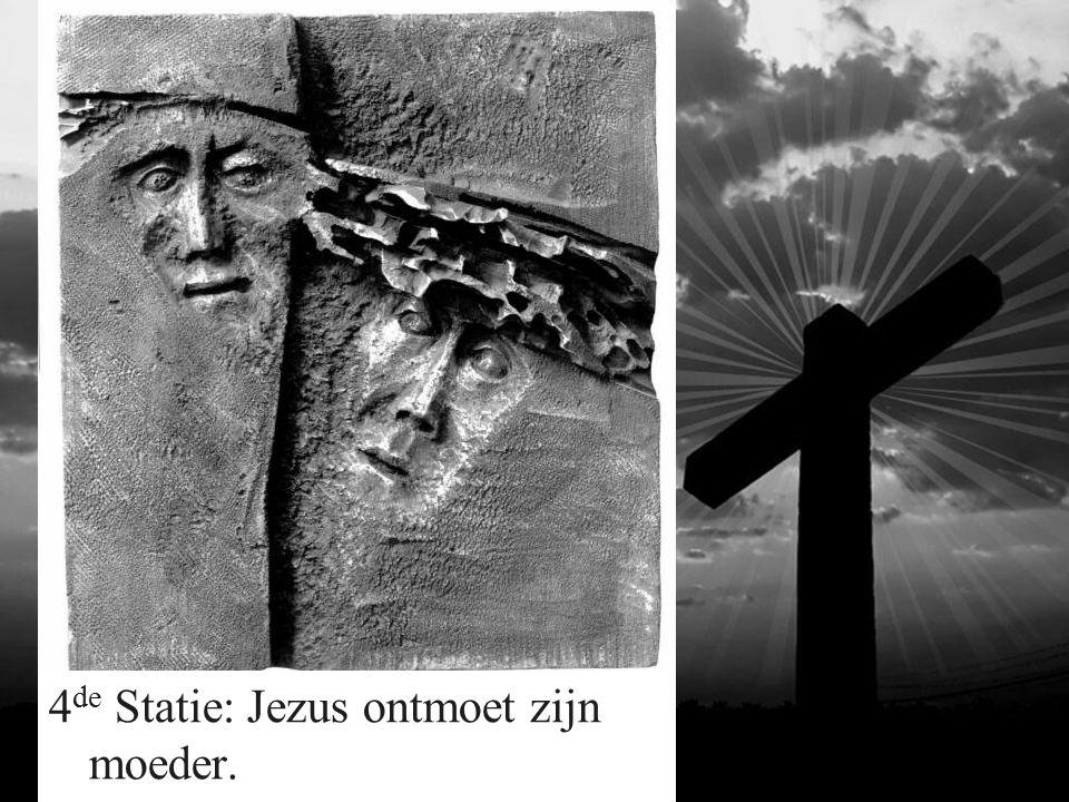 5 de Statie: Simon van Cyrene helpt Jezus zijn kruis dragen