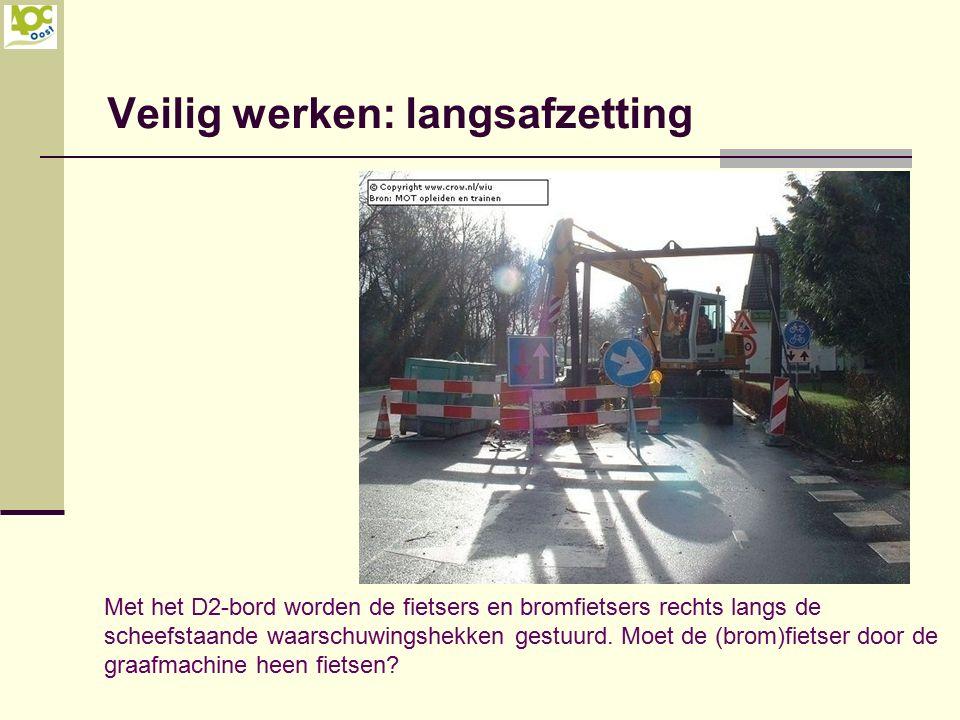 Veilig werken: langsafzetting Met het D2-bord worden de fietsers en bromfietsers rechts langs de scheefstaande waarschuwingshekken gestuurd. Moet de (