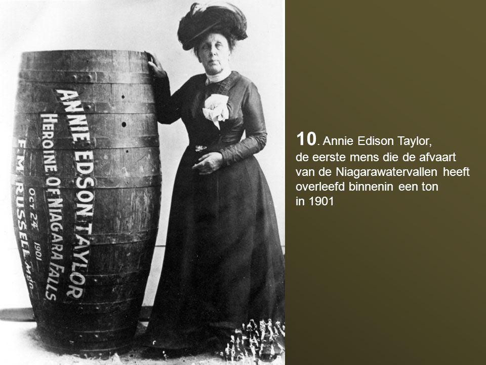 9. In 1907 draagt Annette Kellerman het eerste eendelig badpak om de rechten van de vrouw te promoten. Ze zal worden aangehouden voor zedenschennis.
