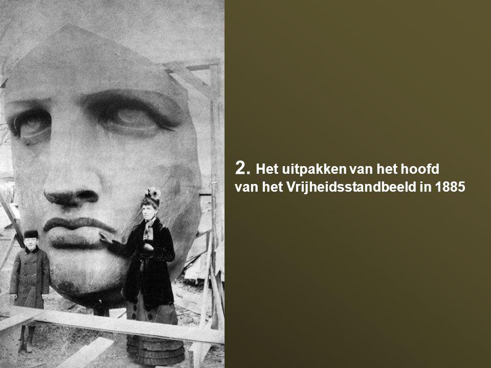 2. Het uitpakken van het hoofd van het Vrijheidsstandbeeld in 1885
