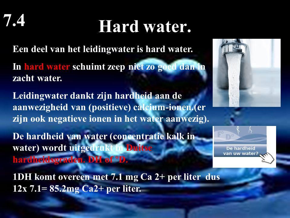 Hard water. 7.4 Een deel van het leidingwater is hard water. In hard water schuimt zeep niet zo goed dan in zacht water. Leidingwater dankt zijn hardh