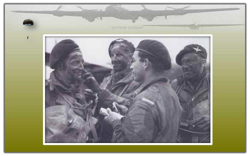 la 22nd Independant Parachute Company s'appliquent le camouflage de guerre. de 22nd Independent Parachute Company smeren zich in met oorlog camouflage