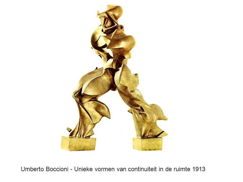 Umberto Boccioni - Unieke vormen van continuiteit in de ruimte 1913
