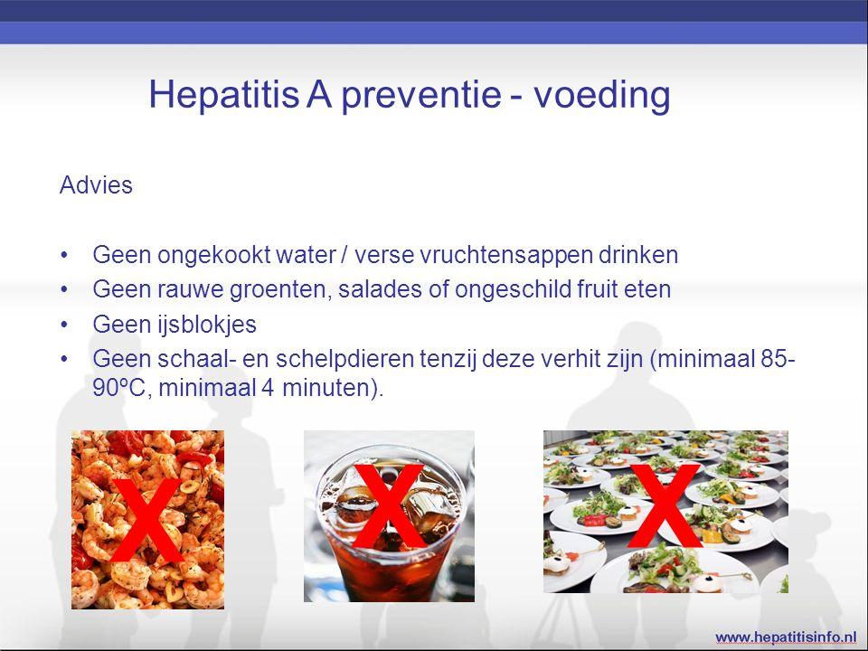 Hepatitis A preventie - voeding Advies Geen ongekookt water / verse vruchtensappen drinken Geen rauwe groenten, salades of ongeschild fruit eten Geen ijsblokjes Geen schaal- en schelpdieren tenzij deze verhit zijn (minimaal 85- 90ºC, minimaal 4 minuten).