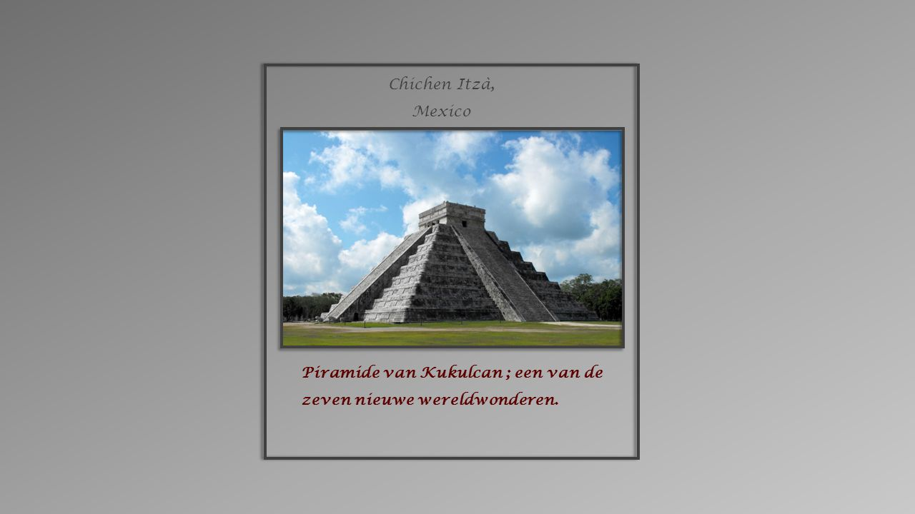 Piramide van Kukulcan ; een van de zeven nieuwe wereldwonderen. Chichen Itzà, Mexico