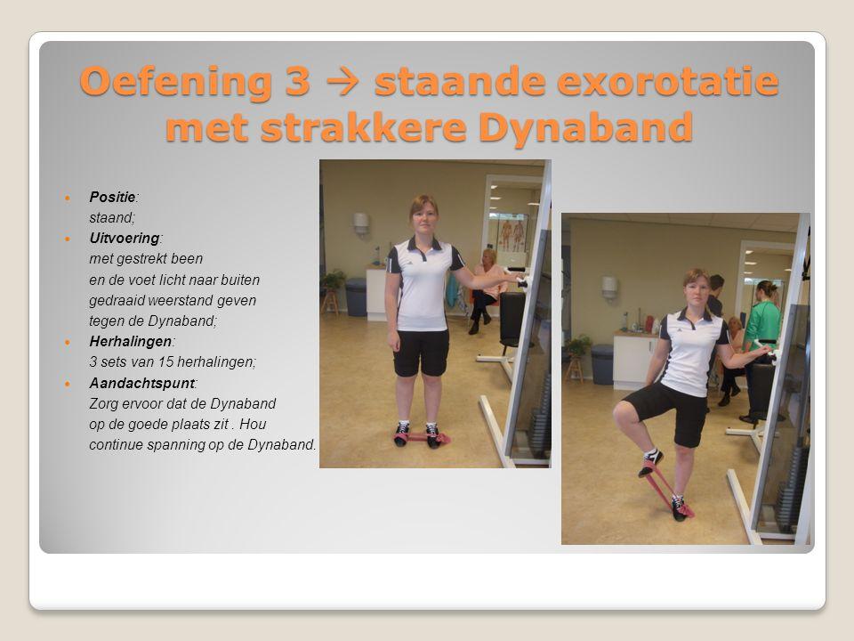Oefening 3  staande exorotatie met strakkere Dynaband Positie: staand; Uitvoering: met gestrekt been en de voet licht naar buiten gedraaid weerstand