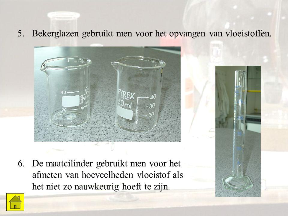 6.De maatcilinder gebruikt men voor het afmeten van hoeveelheden vloeistof als het niet zo nauwkeurig hoeft te zijn. 5.Bekerglazen gebruikt men voor h