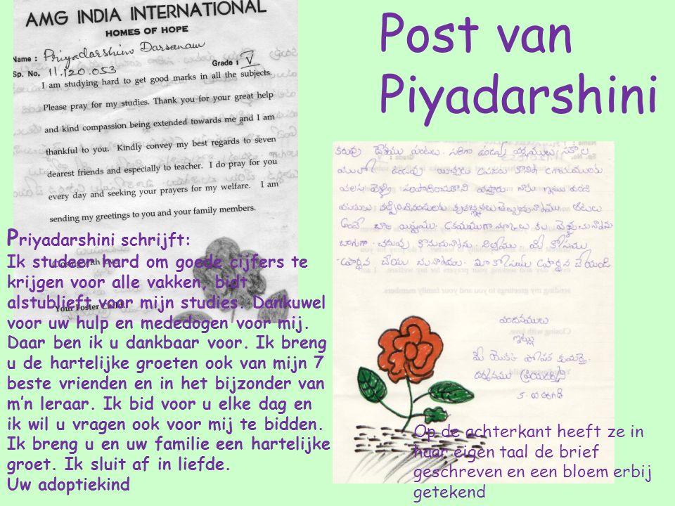 Op de achterkant heeft ze in haar eigen taal de brief geschreven en een bloem erbij getekend P riyadarshini schrijft: Ik studeer hard om goede cijfers te krijgen voor alle vakken, bidt alstublieft voor mijn studies.