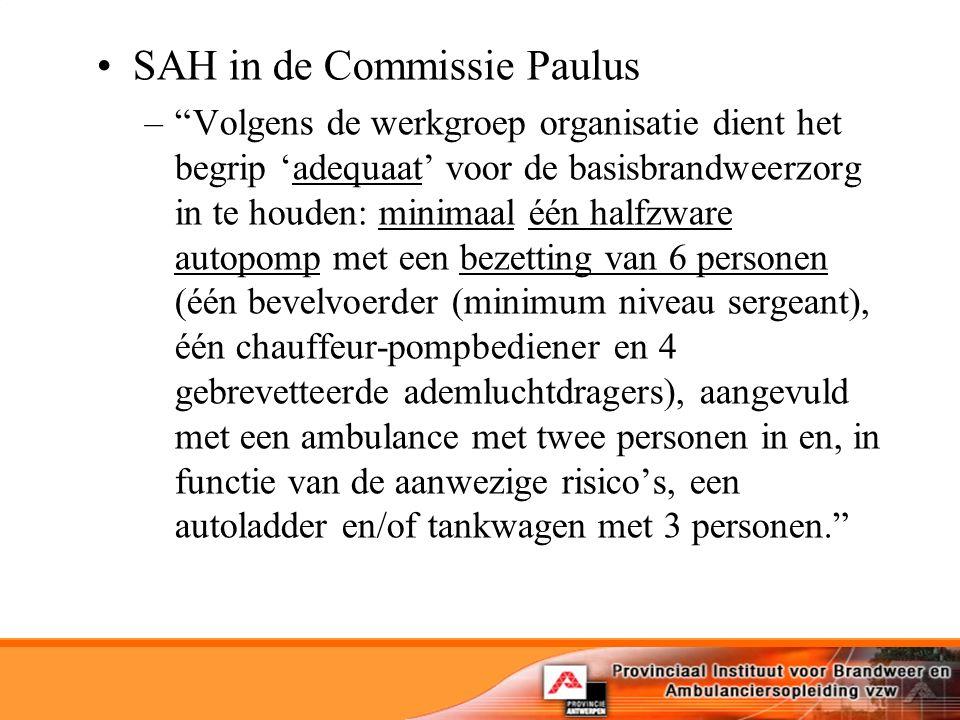 SAH in de Commissie Paulus – Volgens de werkgroep organisatie dient het begrip 'adequaat' voor de basisbrandweerzorg in te houden: minimaal één halfzware autopomp met een bezetting van 6 personen (één bevelvoerder (minimum niveau sergeant), één chauffeur-pompbediener en 4 gebrevetteerde ademluchtdragers), aangevuld met een ambulance met twee personen in en, in functie van de aanwezige risico's, een autoladder en/of tankwagen met 3 personen.