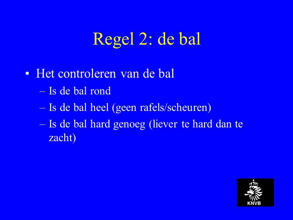 Regel 2: de bal Het controleren van de bal –Is de bal rond –Is de bal heel (geen rafels/scheuren) –Is de bal hard genoeg (liever te hard dan te zacht)