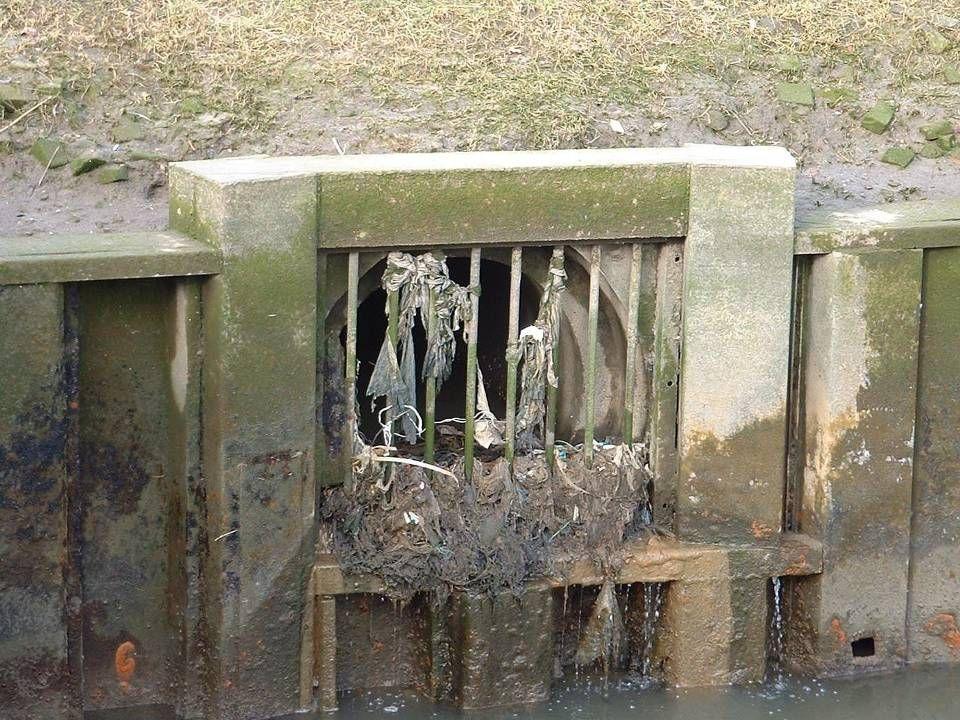 (Stedelijk) afvalwater Het vuilwater (toilet, douche, wasmachine) en alles wat daarmee mengt Inzamelen en transporteren (naar zuivering of voorziening