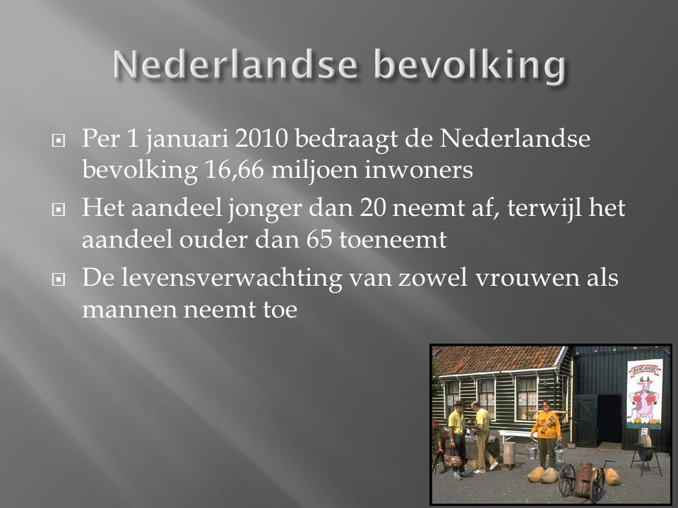  Anne Frank  Driekwart van het aantal NL joden is omgekomen en vermoord in concentratiekampen  1944 vielen bondgenoten Frankrijk binnen en van daaruit naar Belgi ë en Nederland  Kwamen niet verder dan de rivieren  Hongerwinter  1945  Bevrijding  4 mei Dodenherdenking  5 mei Bevrijdingsdag