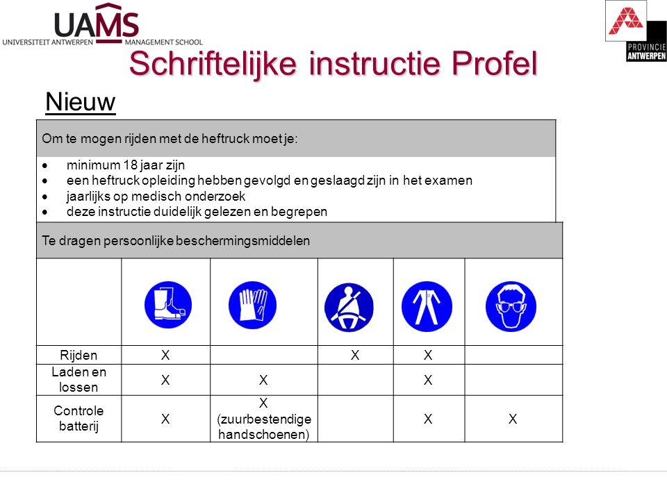 Schriftelijke instructie Profel Nieuw Om te mogen rijden met de heftruck moet je:  minimum 18 jaar zijn  een heftruck opleiding hebben gevolgd en ge