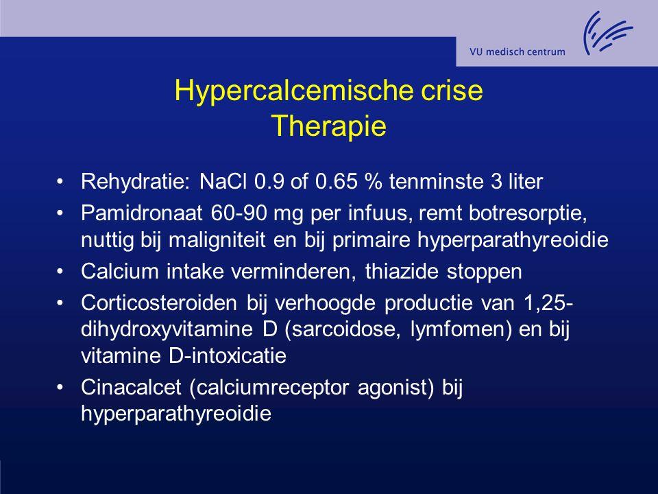 Hypercalcemische crise Therapie Rehydratie: NaCl 0.9 of 0.65 % tenminste 3 liter Pamidronaat 60-90 mg per infuus, remt botresorptie, nuttig bij malign