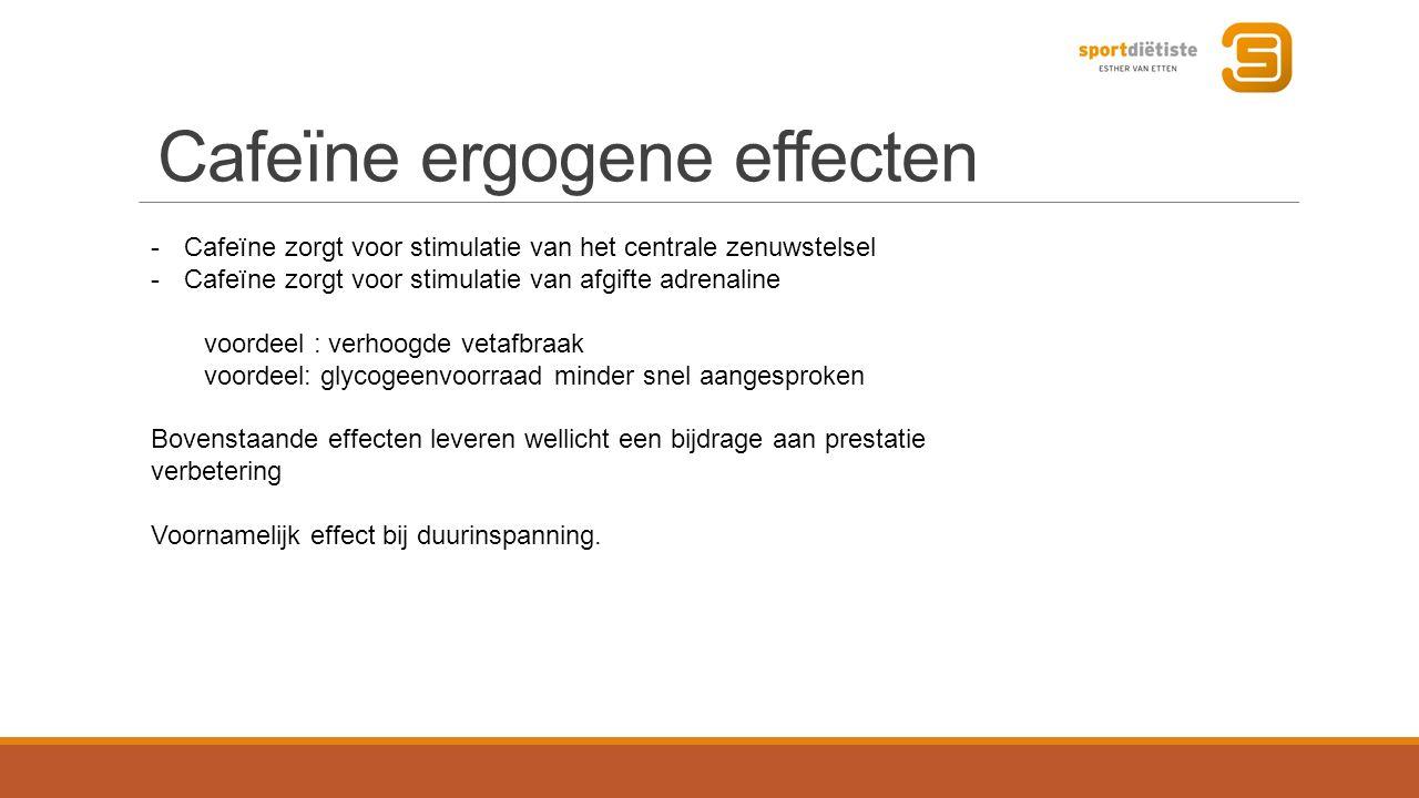 Cafeïne ergogene effecten -Cafeïne zorgt voor stimulatie van het centrale zenuwstelsel -Cafeïne zorgt voor stimulatie van afgifte adrenaline voordeel : verhoogde vetafbraak voordeel: glycogeenvoorraad minder snel aangesproken Bovenstaande effecten leveren wellicht een bijdrage aan prestatie verbetering Voornamelijk effect bij duurinspanning.