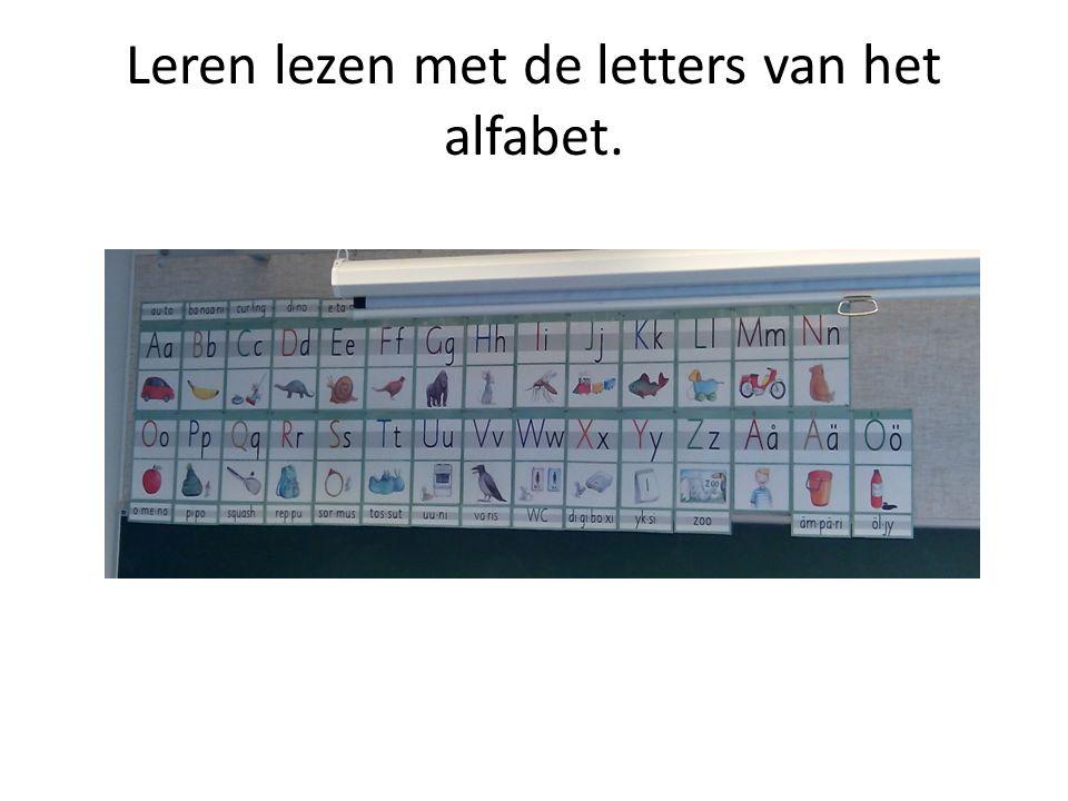 Leren lezen met de letters van het alfabet.