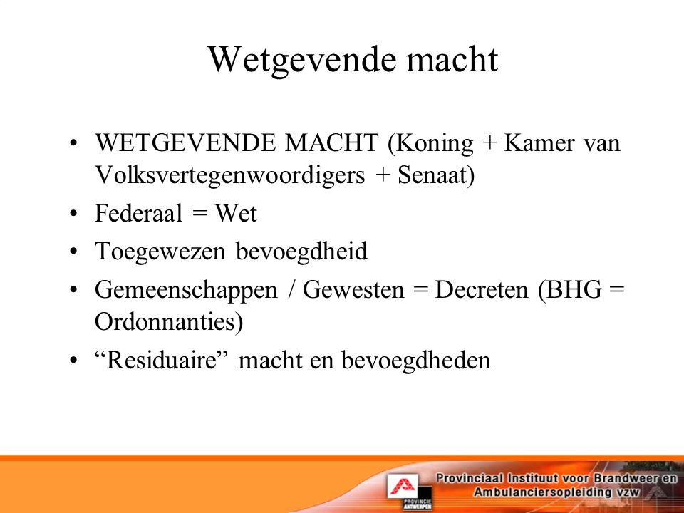 Wetgevende macht WETGEVENDE MACHT (Koning + Kamer van Volksvertegenwoordigers + Senaat) Federaal = Wet Toegewezen bevoegdheid Gemeenschappen / Gewesten = Decreten (BHG = Ordonnanties) Residuaire macht en bevoegdheden