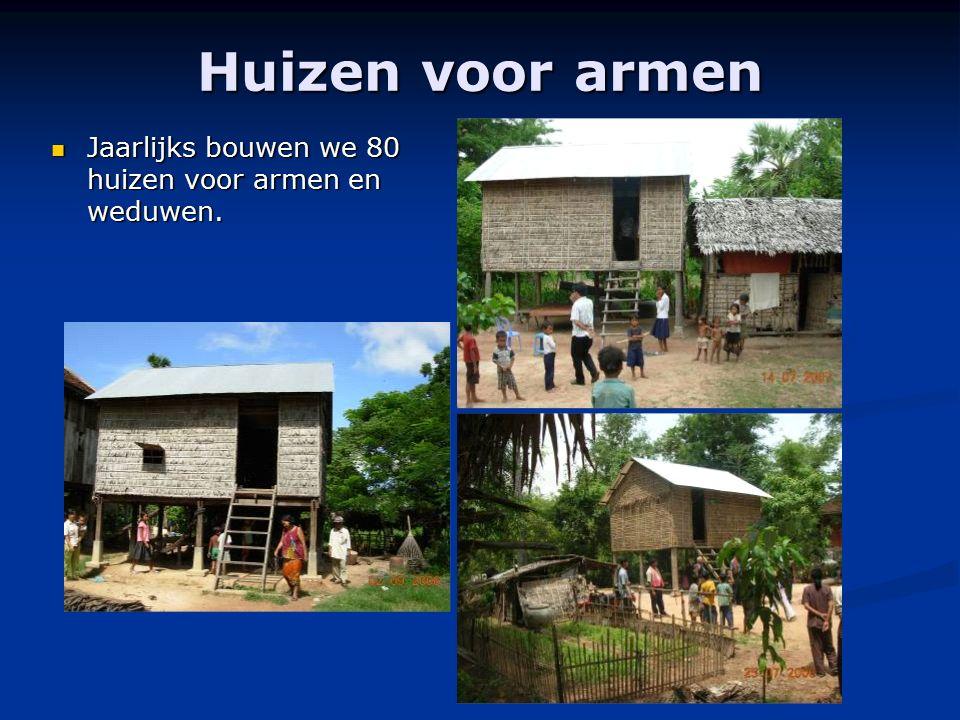 Huizen voor armen Jaarlijks bouwen we 80 huizen voor armen en weduwen. Jaarlijks bouwen we 80 huizen voor armen en weduwen.