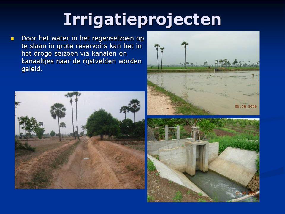 Irrigatieprojecten Door het water in het regenseizoen op te slaan in grote reservoirs kan het in het droge seizoen via kanalen en kanaaltjes naar de r
