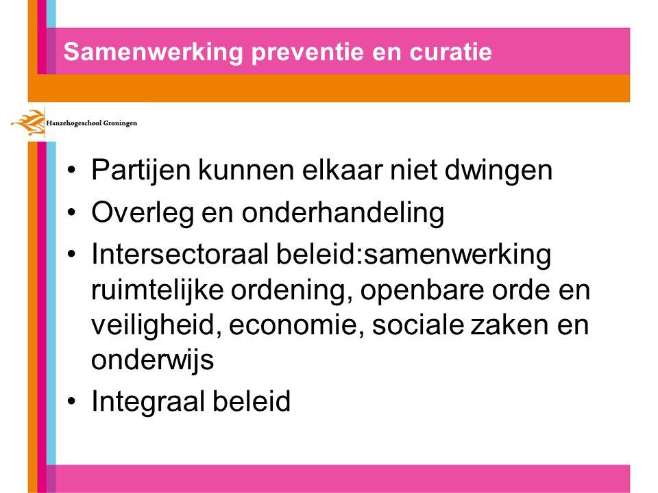Samenwerking preventie en curatie Partijen kunnen elkaar niet dwingen Overleg en onderhandeling Intersectoraal beleid:samenwerking ruimtelijke ordening, openbare orde en veiligheid, economie, sociale zaken en onderwijs Integraal beleid