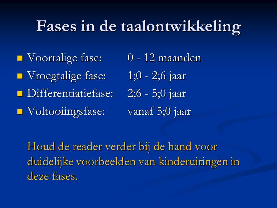 Fases in de taalontwikkeling Voortalige fase:0 - 12 maanden Voortalige fase:0 - 12 maanden Vroegtalige fase:1;0 - 2;6 jaar Vroegtalige fase:1;0 - 2;6