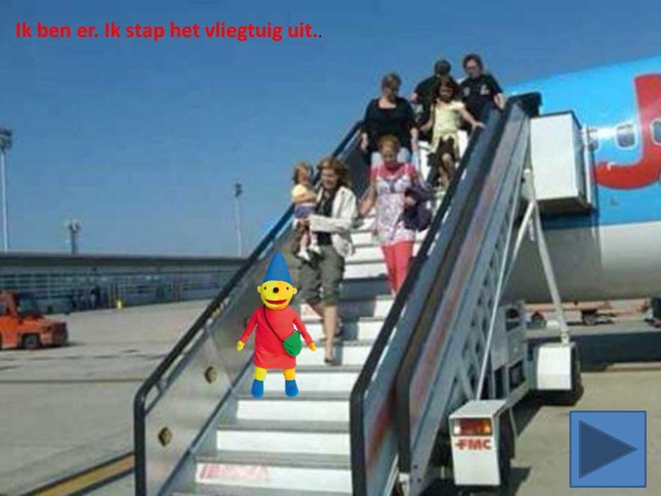Ik ben er. Ik stap het vliegtuig uit..