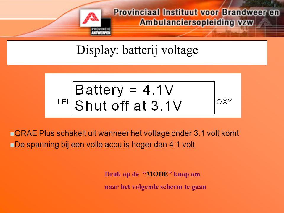 Display: batterij voltage Druk op de MODE knop om naar het volgende scherm te gaan n QRAE Plus schakelt uit wanneer het voltage onder 3.1 volt komt n De spanning bij een volle accu is hoger dan 4.1 volt