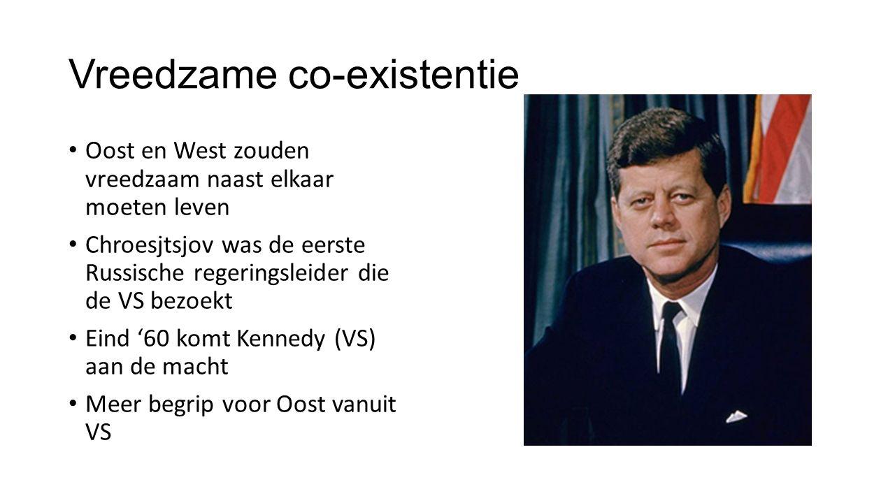 Vreedzame co-existentie Oost en West zouden vreedzaam naast elkaar moeten leven Chroesjtsjov was de eerste Russische regeringsleider die de VS bezoekt Eind '60 komt Kennedy (VS) aan de macht Meer begrip voor Oost vanuit VS